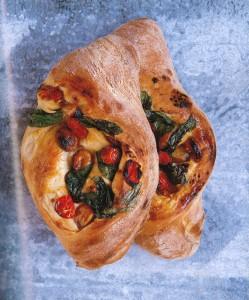 トマトとにんにくとバジルのパン